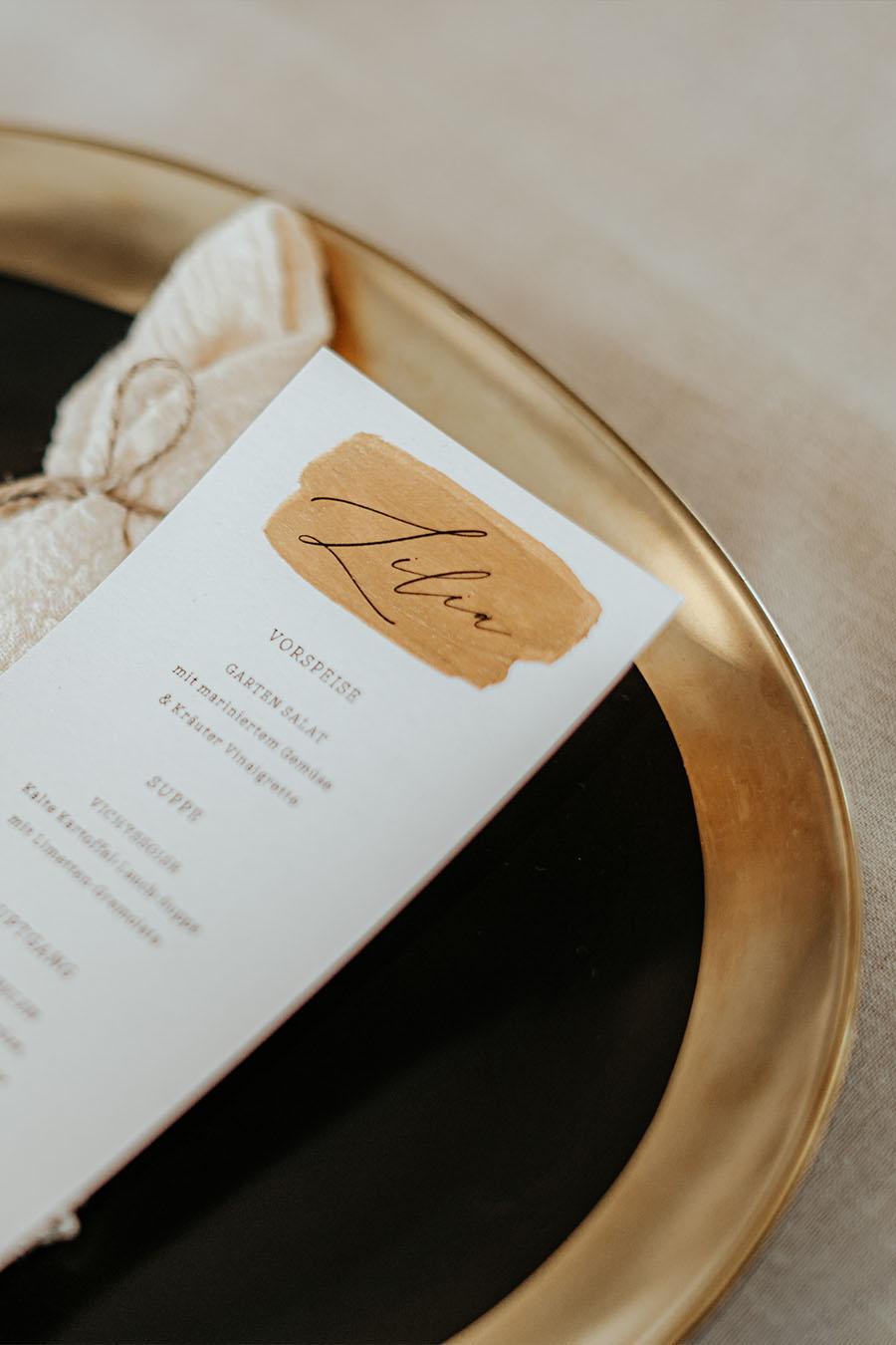 Speiseteller in Schwarz und Gold mieten für Hochzeiten und Events in Freiburg