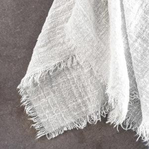 Tischläufer aus Musselin in weiß mieten für Hochzeiten & Events