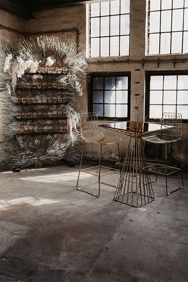 Lucy Wire Bar Table Set mieten in NRW