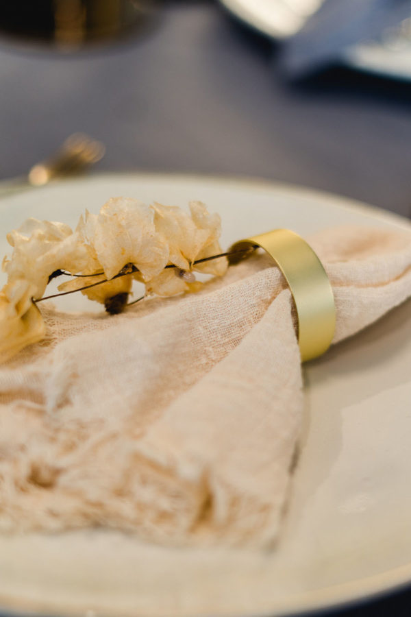 Serviettenringe in mattem light gold mieten für dein Event